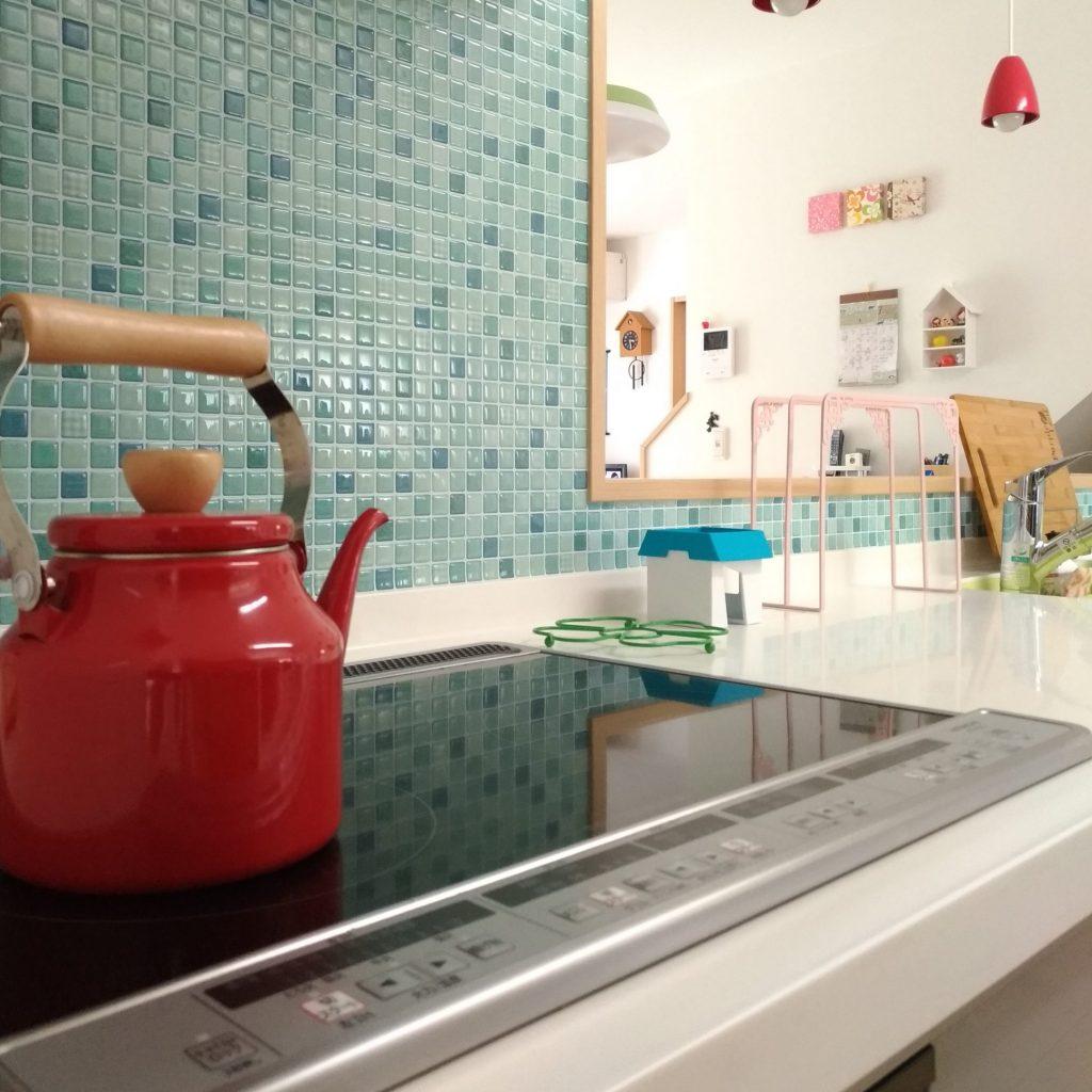 耐熱温度1度 耐熱性 安全性の高いタイルシールでキッチンのお手入れを簡単に
